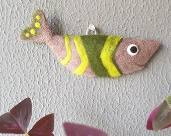 Needle Felted Wall Hang Gray Green Fish