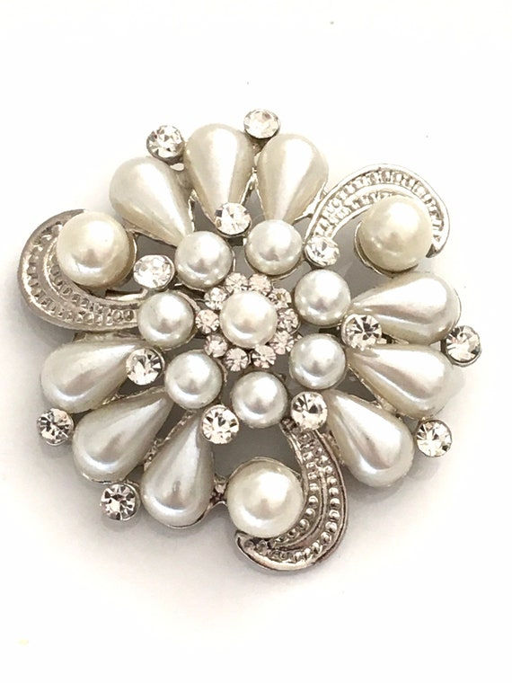 Crystal and Faux Pearl Floral Brooch Pin-Faux Pear