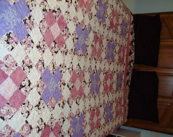 85 1/2x88 queen double quilt Pretty with a touch of romance in purple pink white Specialized machine quilting for added elegance and detail