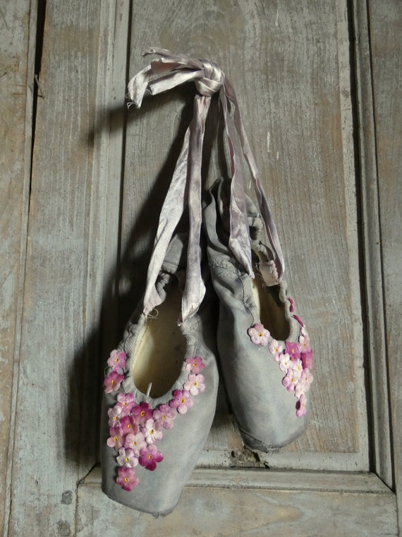 vintage ballet pointe dance shoes