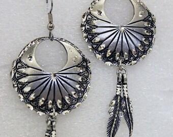 Pewter Silver Handmade Diamond Cut Circle Southwestern Feather Earrings Jewelry