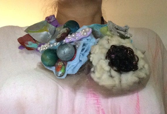 Necklace handmade bibe style four artful flower