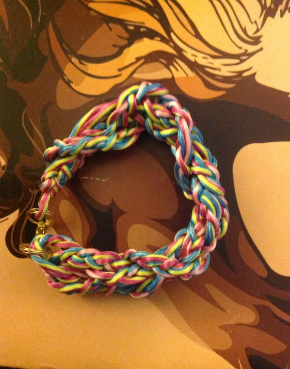 A BRACALET in colorful  rope hand mademadeA Bracalet  in Colorful rope style ,hand madeColorful rope style braclet,hand made