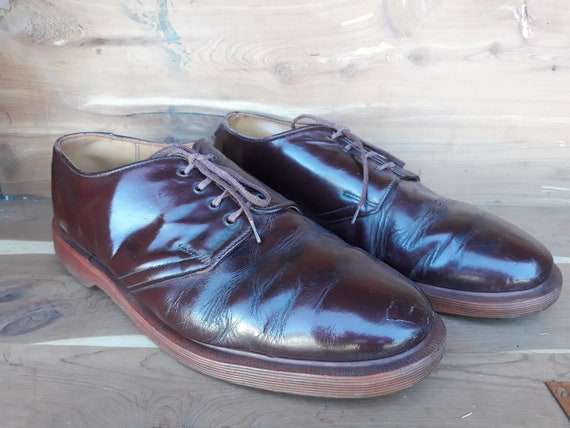 90's men's Dr. Martens Solovair brown shoes size 9
