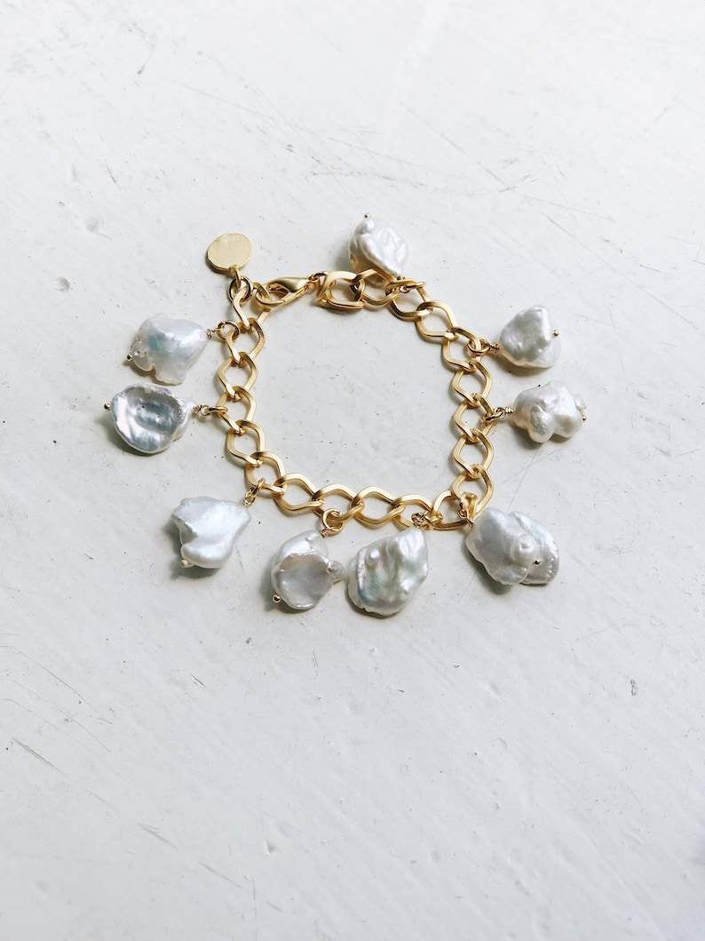 Christmas gift for Mom Heavy chain White freeform pearls Chunky pearl bracelet Adjustable Baroque pearl and gold chain bracelet