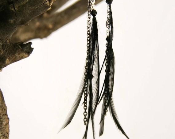 Pendant asymmetric earring long black feathers on laiton chain