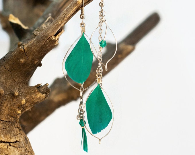 Pendant asymmetric earring - aqua - green - feathers and chain - elegant, chic, light - Made in Quebec - handmade by Créations GEBO