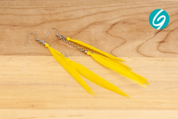 Pendant asymmetric earring - long yellow feathers on inox chain - elegant, chic, light - Made in Quebec - handmade by Créations GEBO