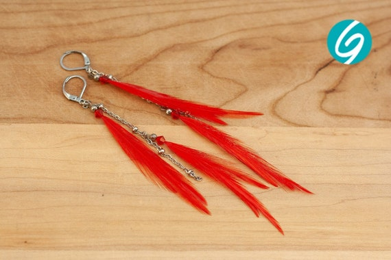 Pendant asymmetric earring - long red feathers on inox chain - elegant, chic, light - Made in Quebec - handmade by Créations GEBO