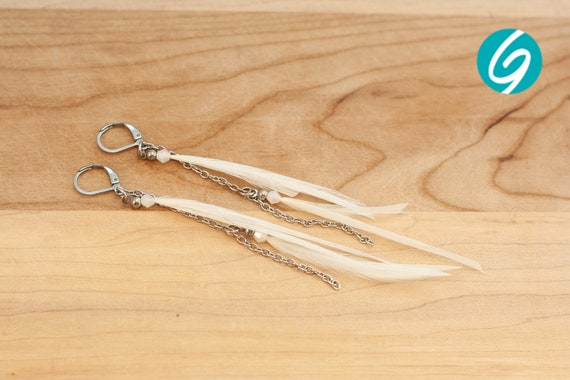 White pendant asymmetric earring - long red feathers on inox chain - elegant, chic, light - Made in Quebec - handmade by Créations GEBO