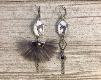 Asymetric feather long earrings grey donkey