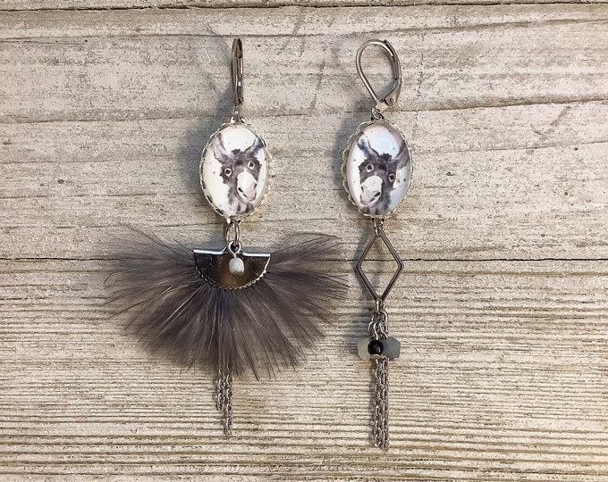 Asymetric feather long earrings grey donkey