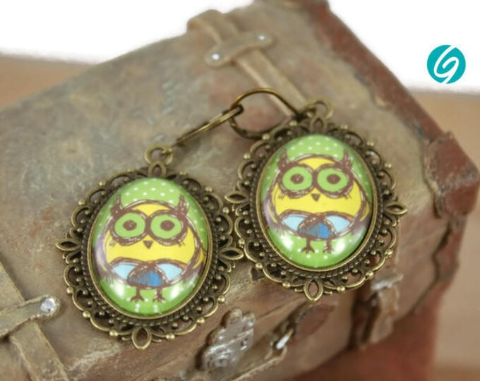 funny owl - yellow - green - alliage dandeling earrings - 18x25 mm oval cabochon - Quebec handmade by Créations GEBO