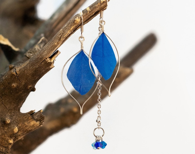 Pendant asymmetric earring - blue - feathers and chain - elegant, chic, light - Made in Quebec - handmade by Créations GEBO