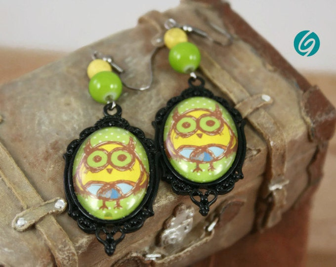 Funny yellow, green and blue owl - vintage alliage pendant earrings - oval 18x25 mm black cabochon -Quebec handmade by Créations GEBO