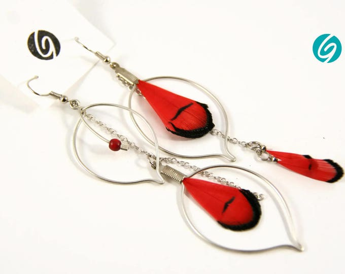 Pendant asymmetric earring - red and black feathers and chain - elegant, chic, light - Made in Quebec - handmade by Créations GEBO