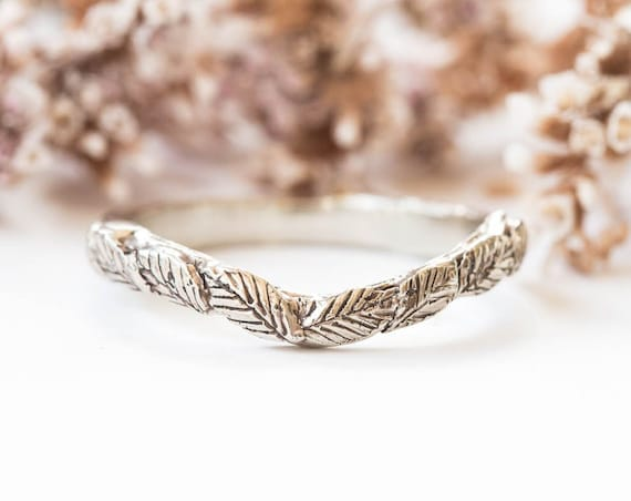 14k gold twig curved wedding band, 14k gold curved nature band, gold leaf wedding band, leaf twig ring, curved wedding band, twig ring