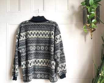Vintage Women's Fleece Ski Turtleneck // Winter Holiday Snow Bunny All Over Print Geometric Black and White Pull Over Turtleneck Sweater L
