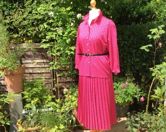 """Vintage Jaeger two piece skirt and blouse, 38 """"bust 28"""" waist, fine wool."""