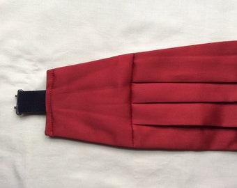 Vintage M cummerbund , bright red polyester, 30-36 in 76-92 cm