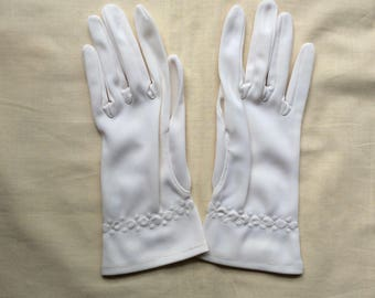 Vintage size 6.5 short 60s gloves. Cream nylon gloves.