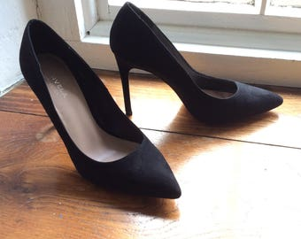 Vintage 4 inch heel, size 40 black suede high heels, Kurt Geiger. Classic stiletto heels.