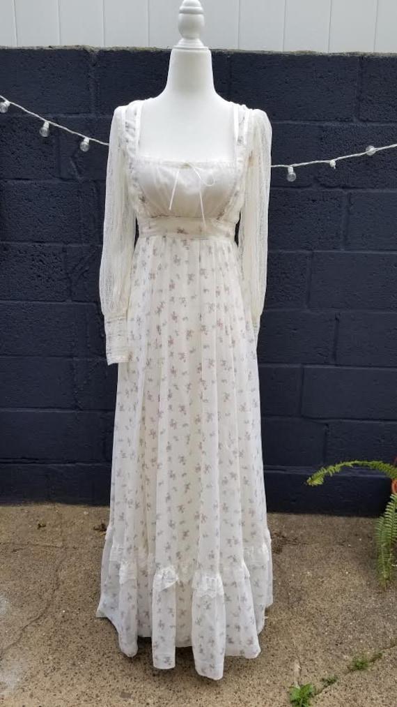 Gunne Sax - RARE Sz 3 - Floral Lace Bishop Sleeve