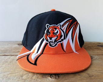 low cost e6093 9d53f Cincinnati BENGALS Snapback Hat Vintage 90s Tiger Claw Shartooth Logo  Official Licensed NFL Team Apparel Football Cap Emroidered Ballcap