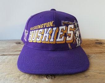 best service 1f57d 43a87 Vintage 90s Washington HUSKIES USED Snapback Hat Sports Specialties  GRID   Official NfL Cap Block Script Logo Collegiate Football Ballcap