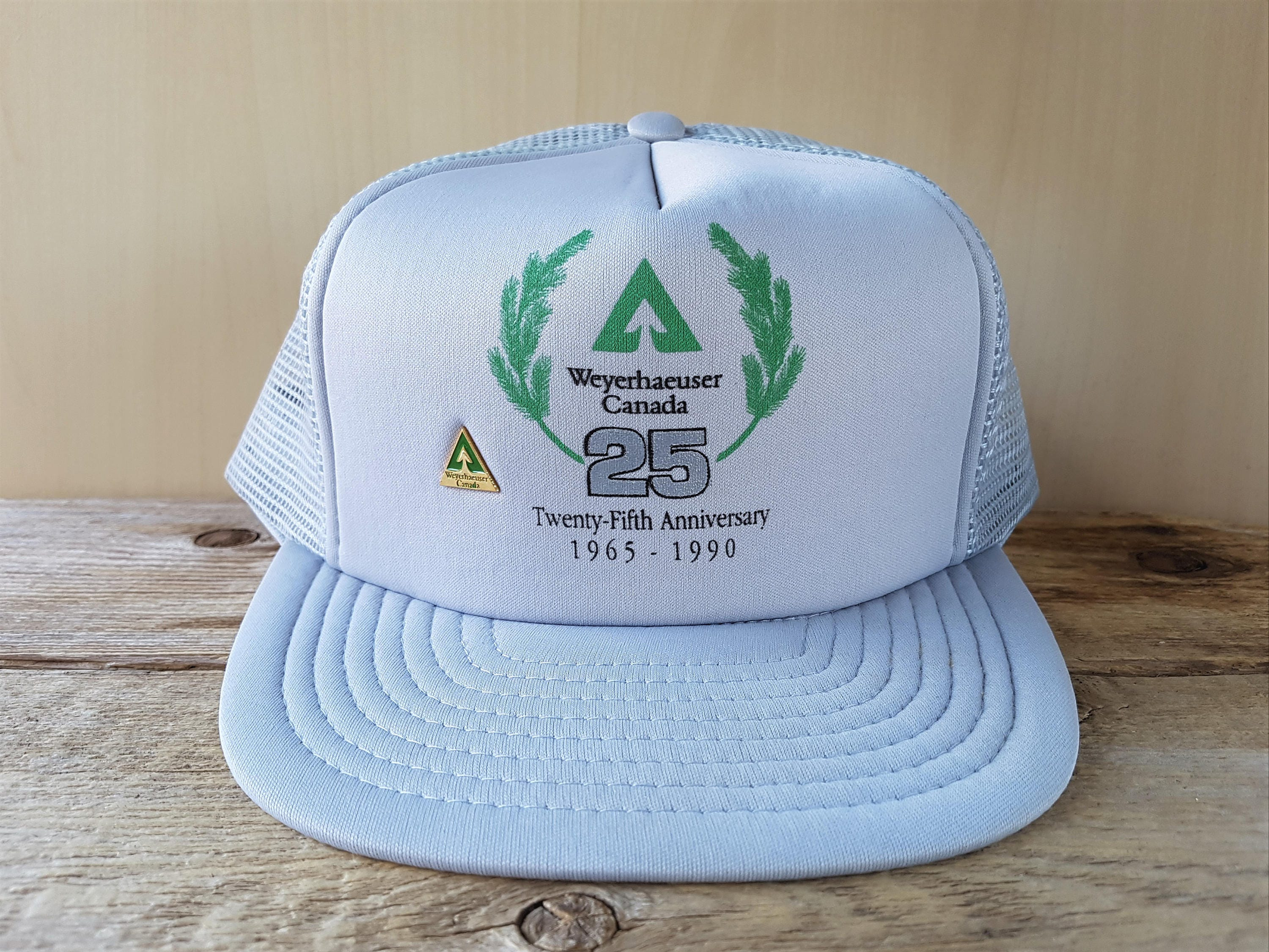 WEYERHAEUSER CANADA 25th Anniversary Vintage 1990 Gray Mesh Trucker  Snapback Hat with attached Pin Forestry Promo Forest Products Cap Wilson