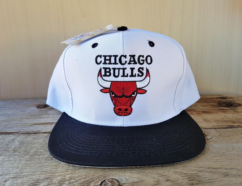 469c76d5bb1 Chicago BULLS Vintage 90s Snapback Hat Logo 7 Official