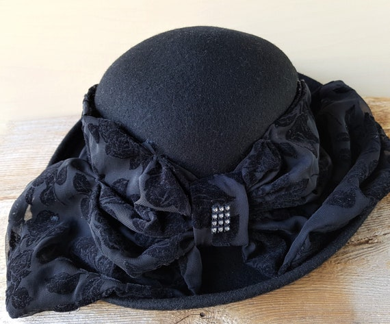 comprare popolare scegli il più recente fornire un sacco di Vintage CAPPELLI Miami Florida Estate Black Wool Church Derby Wide Brim Hat  & Velvet Lace Rhinestones Accent Bow USA Designer Formal Upscale