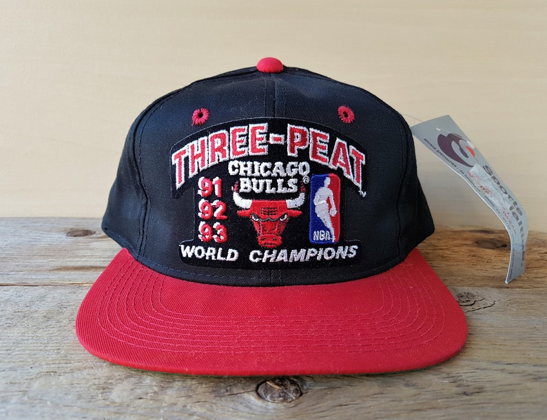 dd9f66b128c92e Chicago BULLS Vintage Snapback Hat Three Peat NBA World