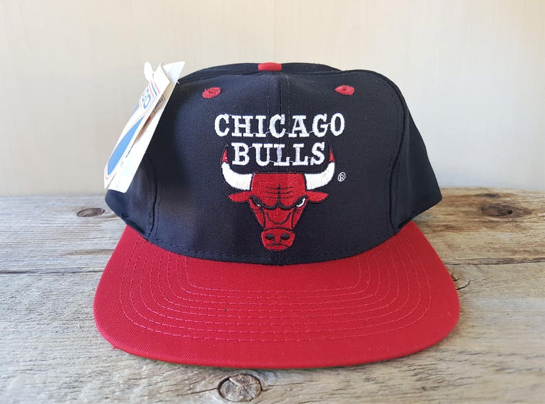 4ff347f2a3f Chicago BULLS Vintage 90s Logo 7 Snapback Hat Two Tone Red