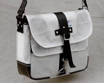 Messenger Bag All Vegan Recycling Car Airbag Upcycled In-House Production by peace4you / 2048