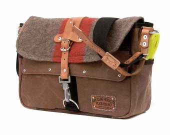 Brown Swiss Army Blanket Tent Tarpaulin Messenger Bag Upcycled In-House Production by peace4you / 2174