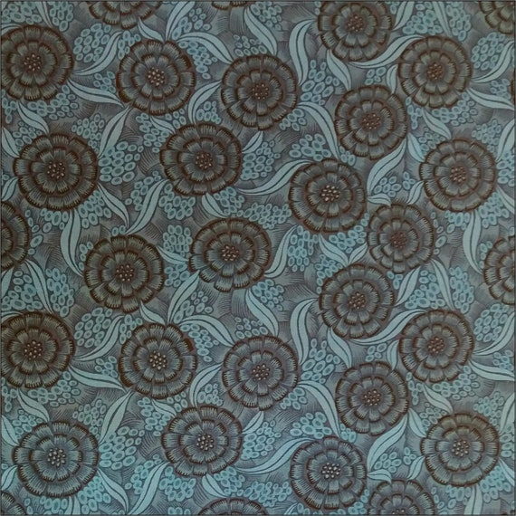 100/% Cotton Fabric Black n White Floral 115cm wide sold by the metre