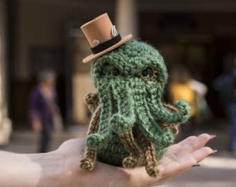 Cthulhu art -  Cthulhu gift - Cthulhu toy - lovecraft - cthulhu - lovecraft toy - necronomicon - steampunk googles - hp fan - horror toy