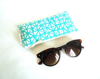 Turquoise and ivory quilted glasses case