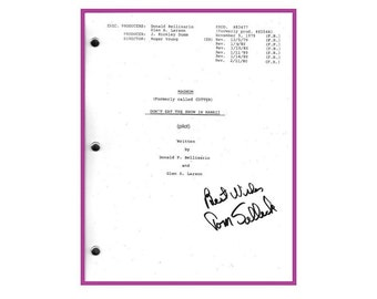 """Magnum P.I. Pilot Episode """"Don't Eat The Snow in Hawaii"""" TV Script Autographed: Tom Selleck"""