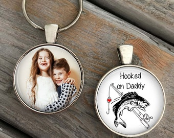 Hooked on Daddy Keychain, Father's Day Gift, Daddy fishing gift, fishing birthday gift, Gift fisherman, Personalized keychain gift, dad gift