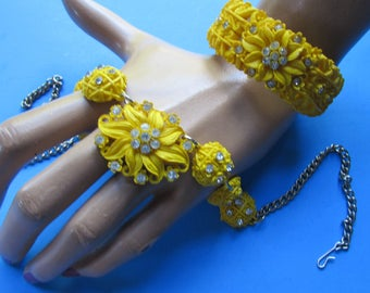 Vintage Jewelry Set Sunny Yellow Clear Rhinestones Molded Plastic Raised Flowers Clamp Bracelet Link Necklace 1950 Jewelry 1960 Design