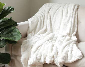 Faux Fur Throw | Ivory Bed Throw | Cream Decorative Blanket | Snow Fur Blanket | Sofa Throw {Faux Fur Throw}