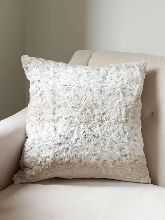 housse de coussin fausse fourrure housse de coussin snow etsy. Black Bedroom Furniture Sets. Home Design Ideas