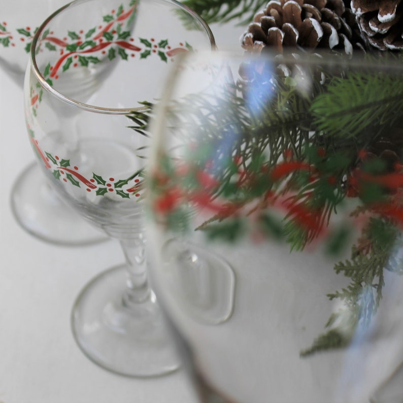 set of 4 Vintage Christmas water goblets holiday entertaining Christmas glassware green holly and red berries and ribbon LRS259