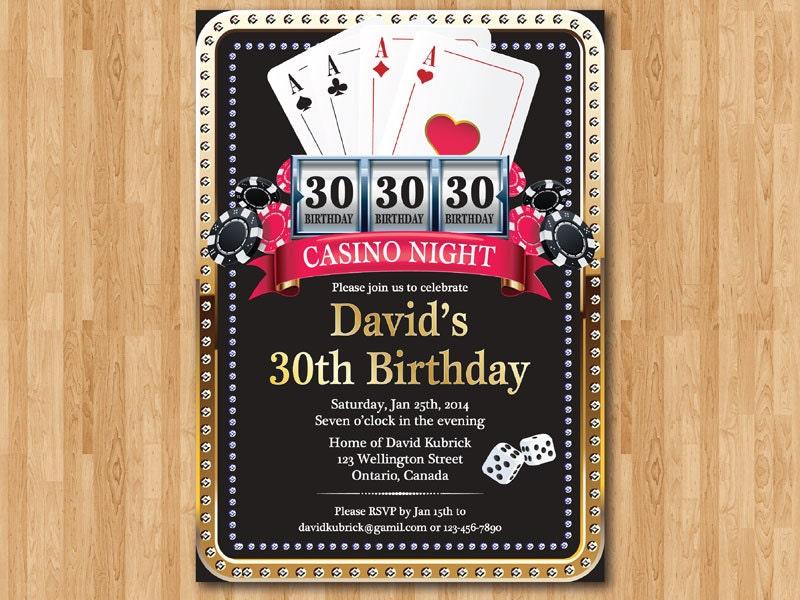 Invitación de cumpleaños oro de naipes de Poker. Brillo de oro
