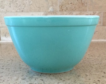 Vintage 1950's Pyrex Turquoise 401 Mixing Bowl- good, shiny condition, Robin's Egg Blue, 1 1/2 pint, retro, vintage kitchen, lovely!