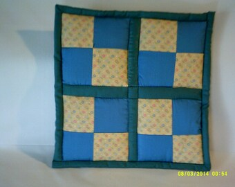 checkerboard blue & yellow potholder/hot pad