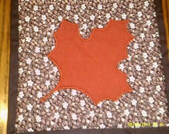 maple leaf potholder/hot pad