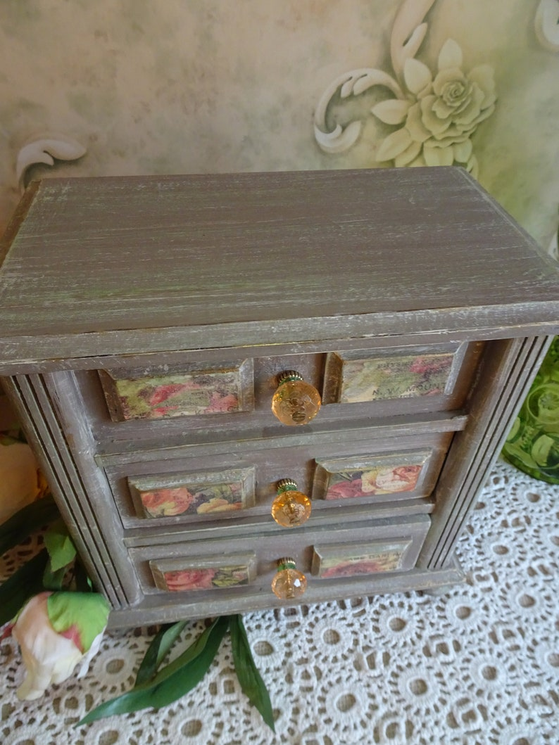Vintage refinished jewelrymusic box Annie Sloan chalk painted Coco floral decoupage-Brand new interior